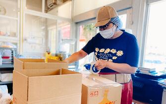 多和田さんの梱包作業